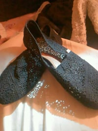 Pair of Lace Black Toms shoes North Little Rock, 72118
