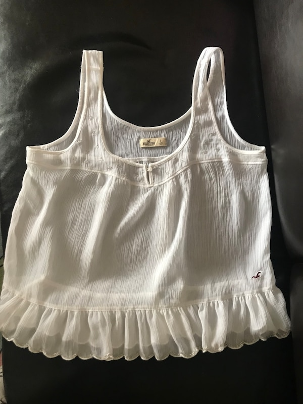 Hollister tank top with a lot detail