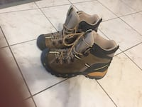 Pair of gray-and-black hiking shoes London, N6H