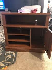 Wood tv stand Frederick, 21703