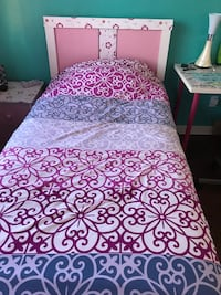 purple and white floral bed sheet Toronto, M6A