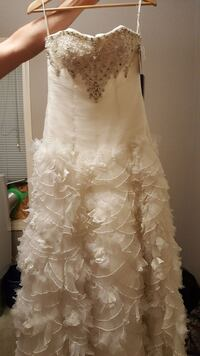 Brand new Size 8 wedding dress, with corset back