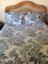 Pottery Barn Queen size duvet cover and 2 pillow shams. Perfect condition. Corpus Christi, 78418