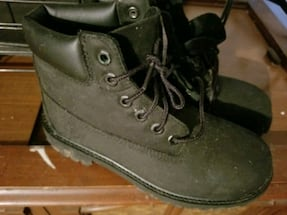 Youth timberland boots 2.5 y