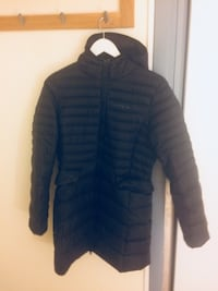 svart zip-up bubblajacka