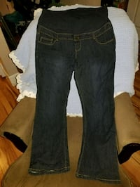 Thyme Maternity jeans size XL in euc Abbotsford, V2T 4H4