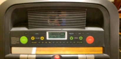 Treadmill golds gym 450