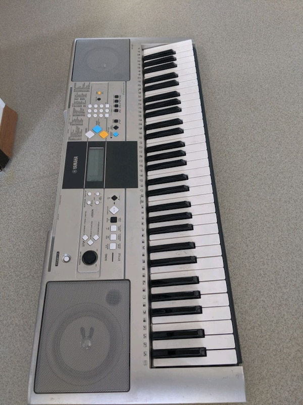 Yamaha Keyboard....YPT320.    Gently used and well loved Keyboard.  4c8b275a-99ec-484b-8f2d-c29c6e8f421f