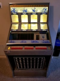 Seeburg working jukebox. Loaded with records.  Fort Belvoir, 22060