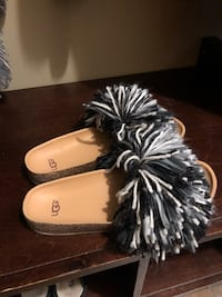 UGG Slippers BN size 11 indoor/outdoor  Whitby, L1N 6Y8