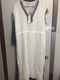 white scoop-neck long-sleeved dress Montréal, H3W 1A7
