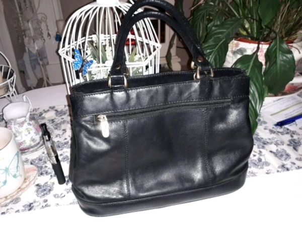 96862532204e Brukt Mia leather bag black til salgs i Chadderton - letgo
