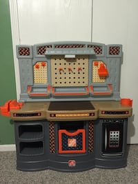 Home depo, kids play workbench with some tools, mint condition Lansing, 48906