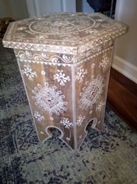 Beautiful side table Cottage Grove, 55016