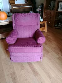 Two matching recliners, one or both,  perfec cond. 804 mi