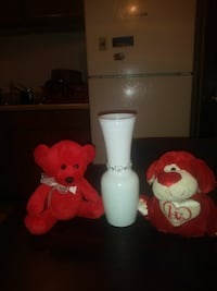 Vase and bears