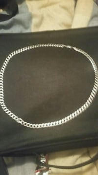 silver chain-link necklace p.u. only Winnipeg, R2W 3N9