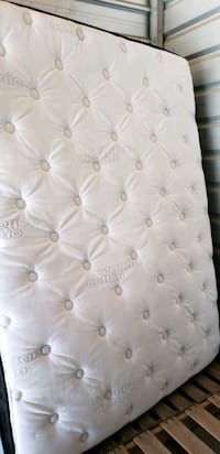 Queen size bed Calgary, T2B 2X9