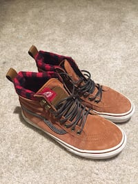 pair of brown-and-red Vans of the wall SK8 Hi high top Surrey, V3S 8J5