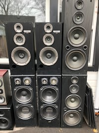 Speakers/ Guitar Amps/ Microphone & Stand