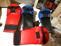 2 pairs of boxing gloves  554 km