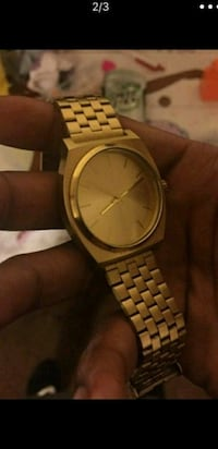 round gold analog watch with link bracelet Los Angeles, 90059