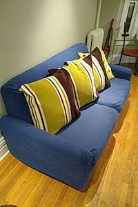 6 1/2 foot couch with throw pillows Toronto, M4Y 1T1