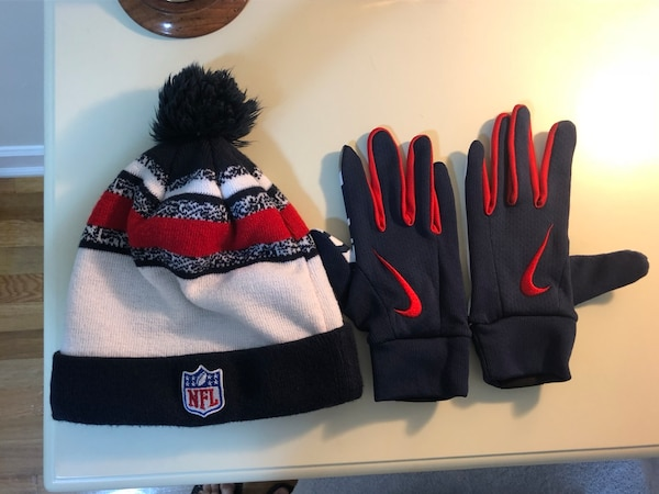 c6c958a161a Used New England Patriots winter hat and gloves for sale in New York - letgo