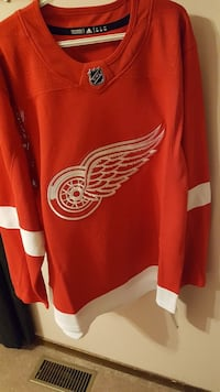 SIZE XL DETROIT RED WINGS JERSEY