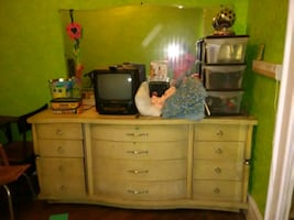 Vintage dresser w mirror n 2 matching tables