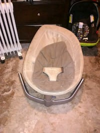 baby's white and gray bassinet New Haven, 06513