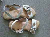pair of brown-and-white sandals Victoria, V8V