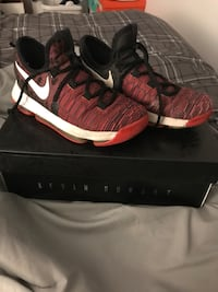 Red-and-black nike basketball shoes with box 4.5