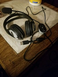 Microsoft gaming headset Surrey, V3V 3Z4