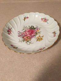 white and red floral ceramic plate Vaughan, L4L 7L5