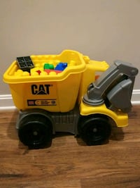 Mega Bloks CAT Dump Truck with Scoop & Driver