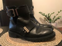 pair of black leather boots New York, 11103