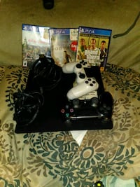 ps4 w 2controllers plus 3 games