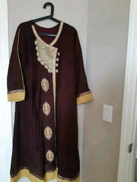 Beautiful 3 piece embroided Pakistani dress ( Airdrie)