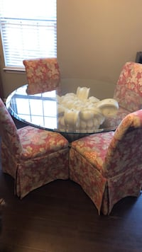 Table and 4 upholstered chairs.  Used lightly and in great shape!! Baltimore, 21237
