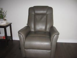 Serta leather power lift/recliner