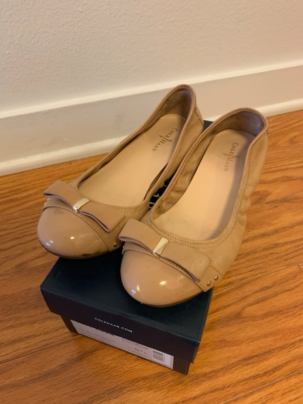 Cole Haan Bow Flats in Beige   Size 5.5   Like New!! 66b8bb1a-3350-420c-9a63-3be51ec9df27