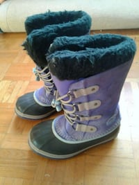 pair of purple-and-black duck boots Montreal, H1S 2P5