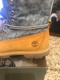 Timberlands woman size 8.5 almost new ,worn 2 times  Toronto, M2K