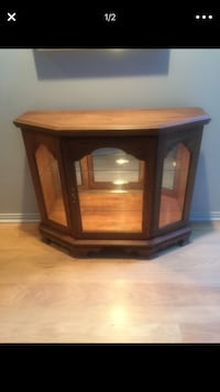 brown wooden framed glass cabinet Los Angeles, 91601