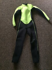 Child wet suit - fits small about 6-8 years London, N5Z