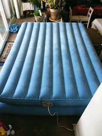 Inflatable mattress with pump bulit in  Alexandria, 22304