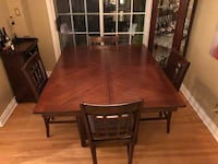 5FT x 5FT solid wood dining table w/ 8 chairs Mississauga, L5K 2A7