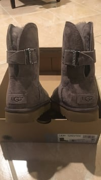 UGG boots (light brown with sparkle belt) never worn brand new . size 5 Coventry, 02816
