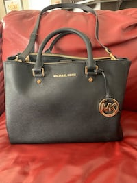 Michael kors large leather tote Edmonton, T6W 0P1